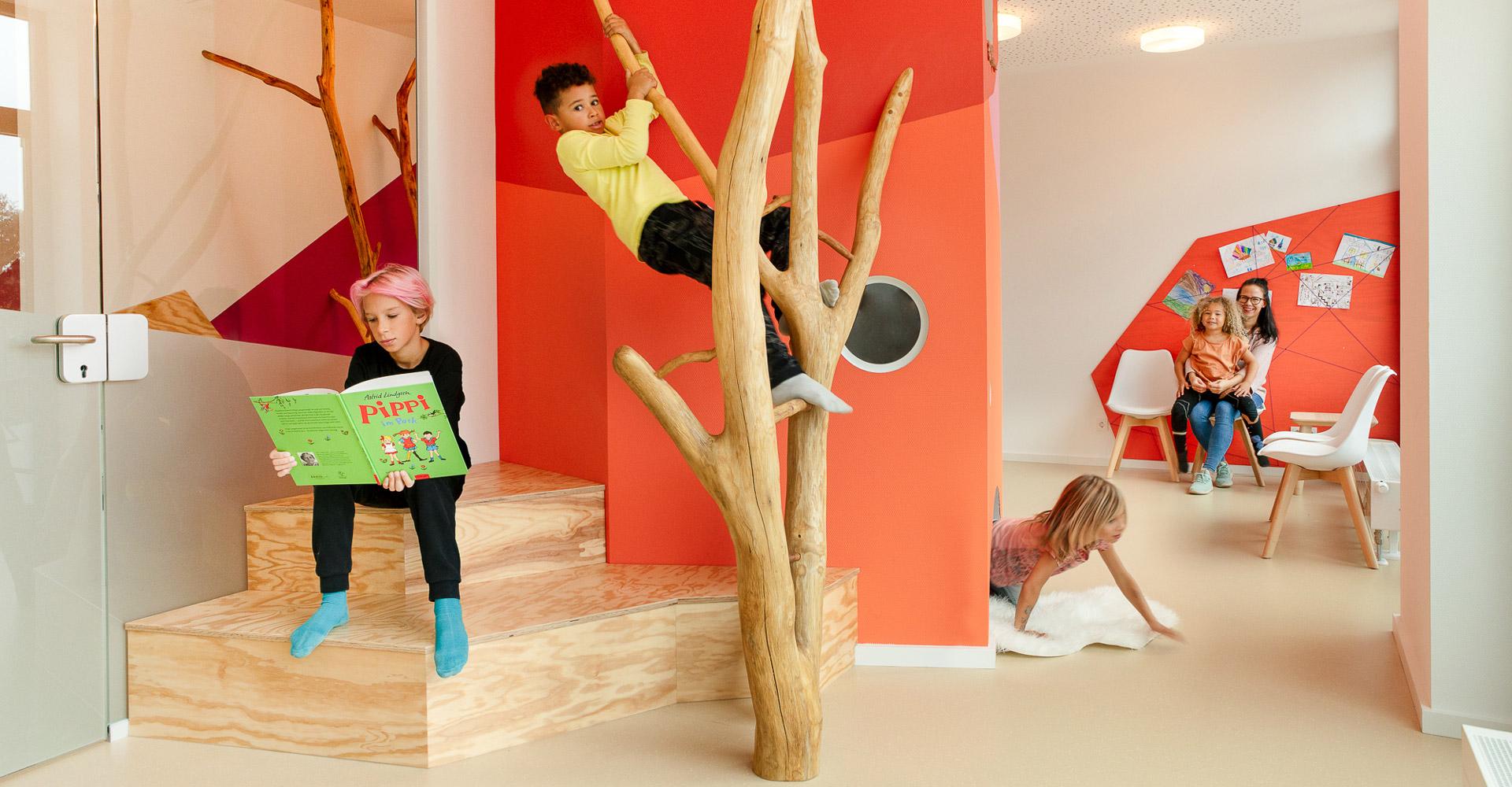 baukind Kinderzahnarztpraxis Kinderlieb Spiel und Spaß im Wartezimmer