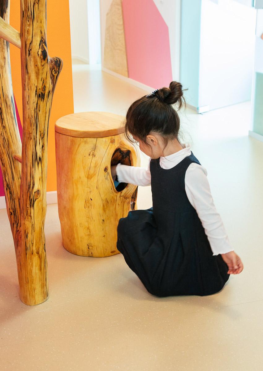 baukind Kinderzahnarztpraxis Kinderlieb Sitzblock Baum